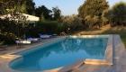 La piscina al tramonto, a disposizione degli ospiti, è immersa nel verde della Tenuta.